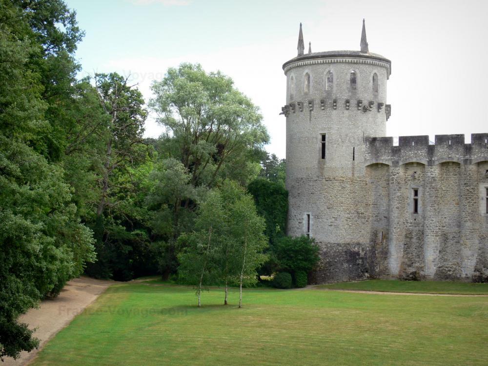 le parc et la tour du château Guillaume
