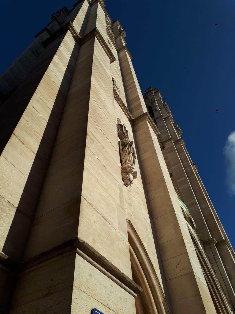 Le devant de la cathédrale St-Vincent