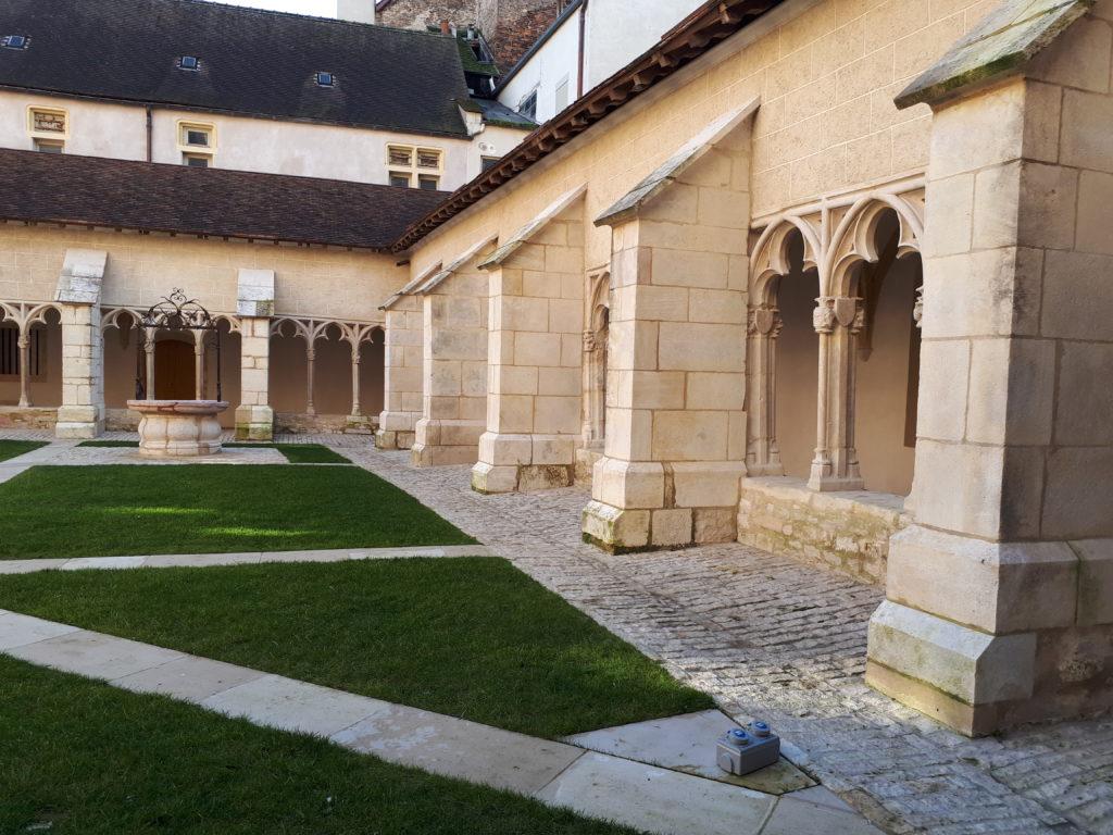 le cloître de St-Vincent