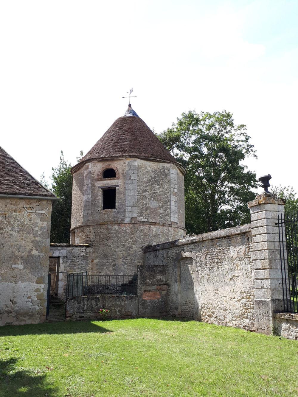 le château de Denainvilliers (premier silo)